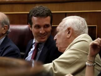 Casado, en el Congreso con Fernández Díaz y García-Margallo.