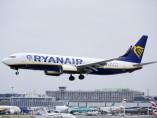 Avión de la aerolínea de Ryanair aterrizando