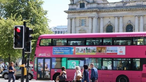 Autobuses con la imagen de València en Belfast