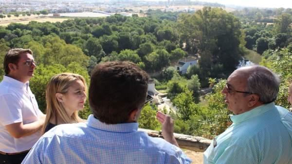 Visita de la alcaldesa de Alcalá y el delegado de Medio Ambiente.