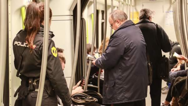 Control en el metro de València