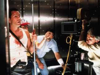El cinematógrafo Jan de Bont quedó atrapado en el ascensor
