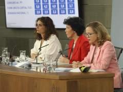 Sánchez alarga un año más la 'España deficitaria' y ralentiza el recorte de deuda pública