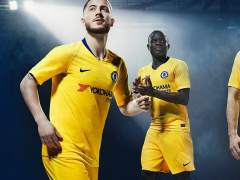 El Chelsea mete a Hazard en la presentación de su nueva equipación