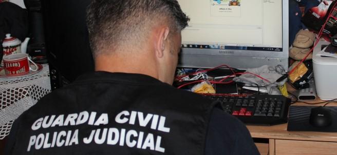 Un miembro de la Policía Judicial