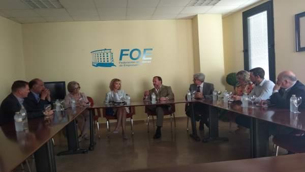 Reunión en la FOE con la subdelegada del Gobierno, Manuela Parralo.