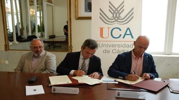 FIrma convenio entre UCA y el Colegio de Psicología de Andalucía Occidental