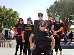 Asisten vestidos de superhéroes al emotivo entierro de un niño que murió por maltrato