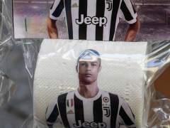 Ponen a la venta en Nápoles papel higiénico con la cara de Cristiano