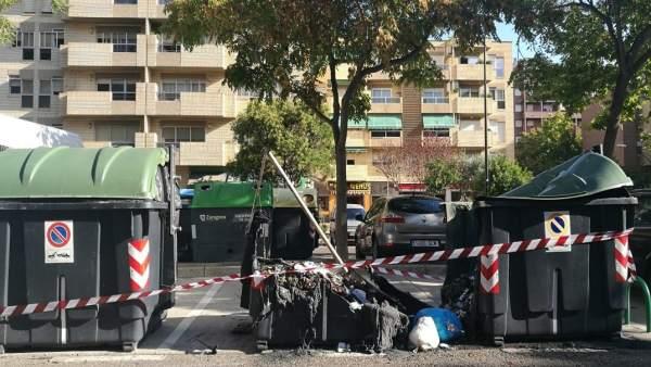 Contenedores incendiados en la ciudad de Zaragoza