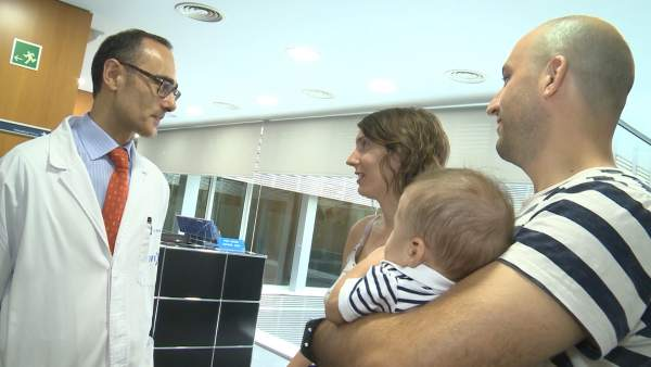 Javier, el primer bebé libre de citrulinemia en España