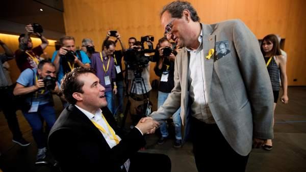 David Bonvehí, felicitado por Quim Torra.