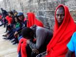 Inmigrantes rescatados en aguas del Estrecho.