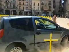 Citan a declarar al conductor que embistió las cruces amarillas por los políticos presos