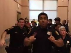 Los policías de Norfolk (EE UU) arrasan en la Red con un reto viral