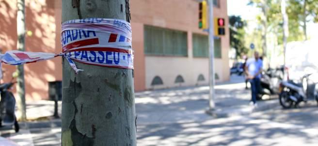 Precinto de los Mossos en la esquina de las calles Llacuna con Ramon Turró, donde se ha producido el tiroteo.