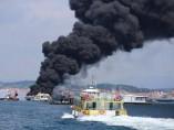 Los servicios de salvamento trabajan en el rescate de los heridos del catamarán, en Illa da Toxa (Pontevedra)