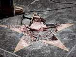 Destrozan la estrella de Trump en Hollywood