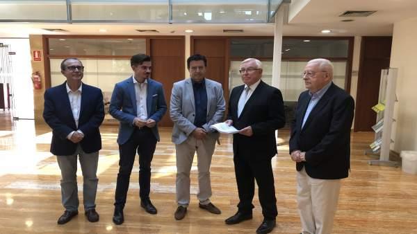 Molina, junto a Ros y Bachero, acompañados de Cobacho y Molina