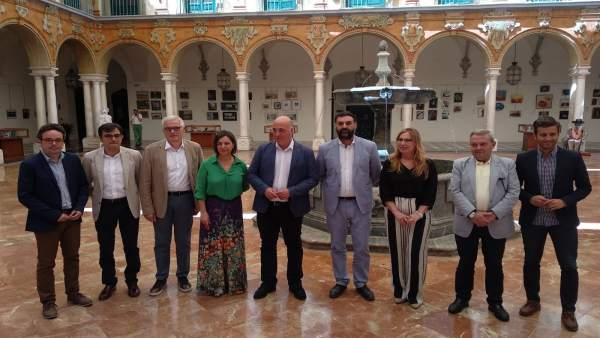 Autoridades durante la presentación del informe de la Andalucía Bike Race