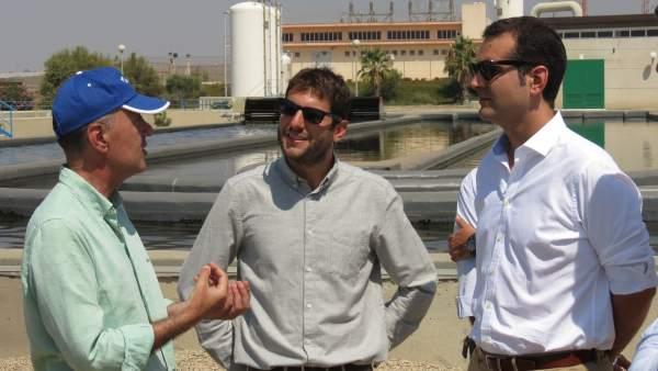 Investigadores de Aqualia explican al alcalde de Almería sus proyectos
