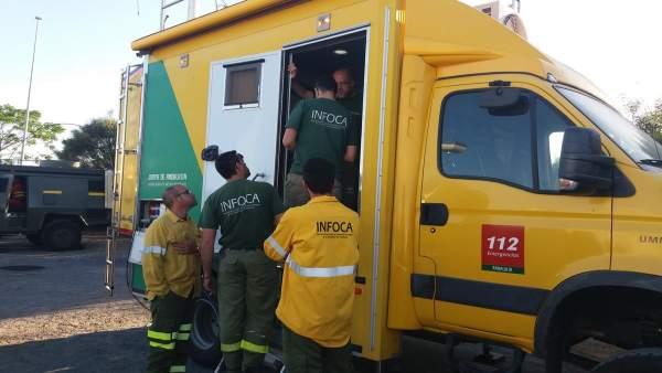 Efectivos trabajan en el incendio junto a Doñana