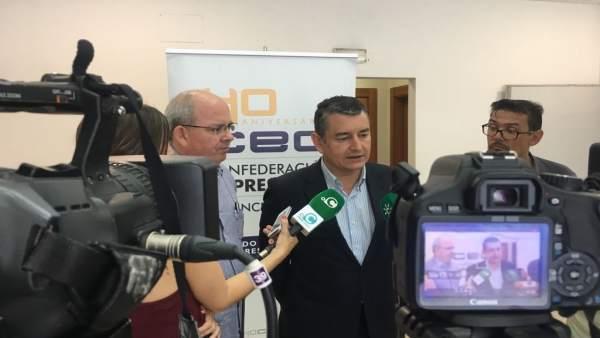 Antonio Sanz, atiende a la prensa en Cádiz