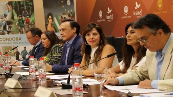 Autoridades durante la presentación del proyecto