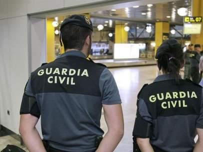 Guardia Civil en el aeropuerto