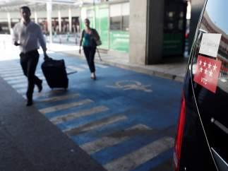 Un vehículo con licencia VTC en el aeropuerto de El Prat