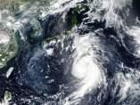 El tifón Jongdari se acerca a las costas de Japón