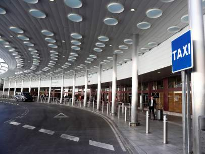Parada de taxi en el aeropuerto de El Prat en Barcelona