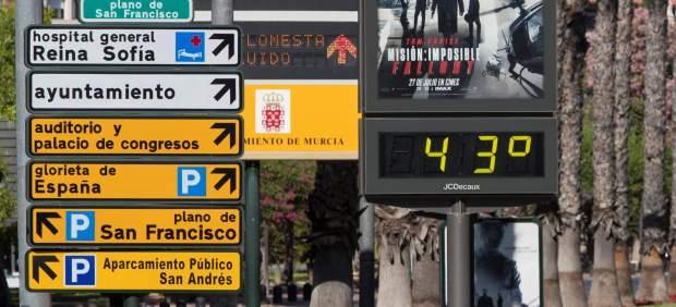 Un termómetro refleja las altas temperaturas en Murcia