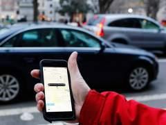 Un usuario utiliza la aplicación de Uber para teléfono móvil.