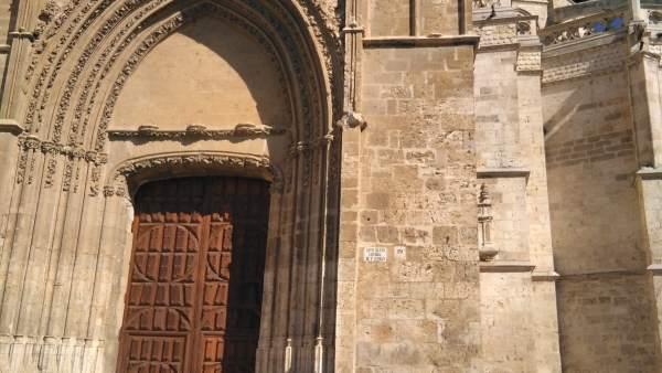 Puerta de los Novios y piedra desprendida 1-8-2018