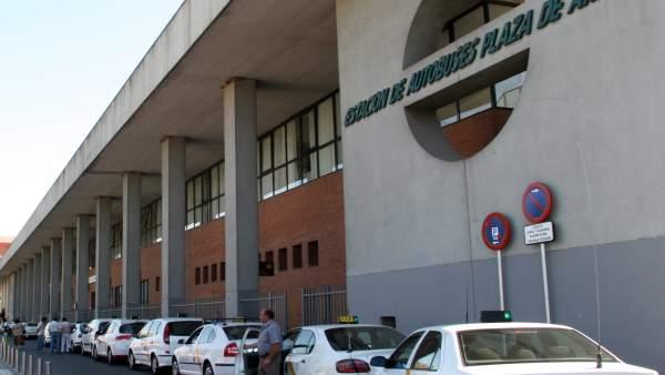 Taxis en la Estación de Plaza de Armas de Sevilla