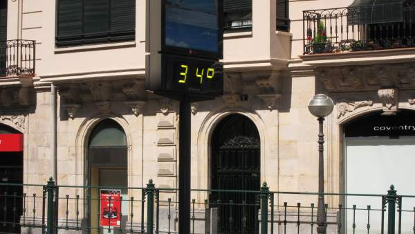 Un Termómetro Marca Calor  En Bilbao