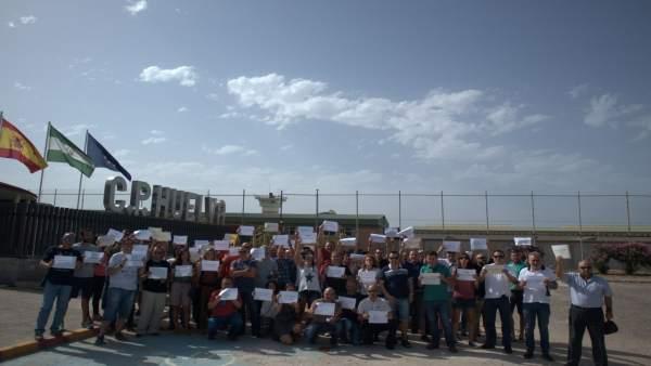 Concentración convocada por Acaip en el centro penitenciario de Huelva.