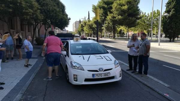 Taxi que reivindica el cumplimiento de la ratio 1/30
