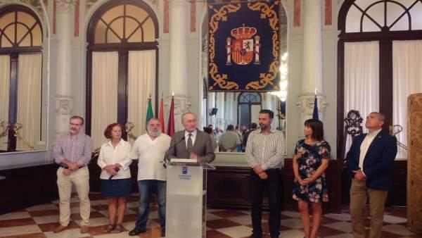 Alcalde de Málaga recibe a los niños saharauis que pasan el verano en Málaga