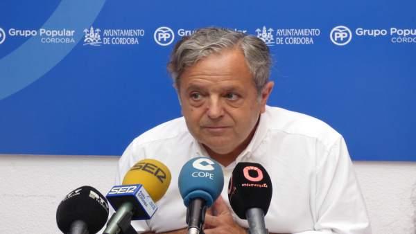 Salvador Fuentes en la rueda de prensa