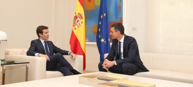 Pedro Sánchez se reúne con Pablo Casado en La Moncloa