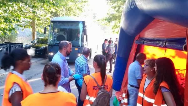 Inmigrantes trasladados en autobús hacia el CATE de Algeciras