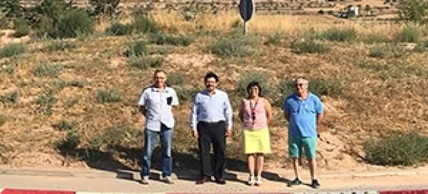 Isidre Gavín acompañado de la alcaldesa de Torrefeta i Florejacs, Núria Magrans