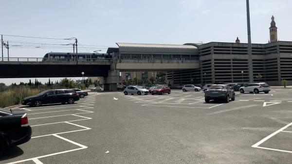 Plazas de aparcamiento en la estación de Metro de San Juan Bajo