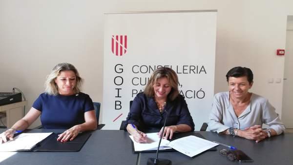 Consellera de Cultura, Fanny Tur y presidenta de Fundatur, MªJosé Hidalgo