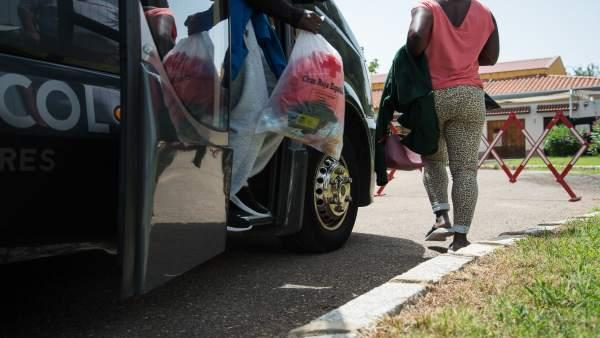 Migrantes toman un autobús en Mérida hacia sus nuevos destinos