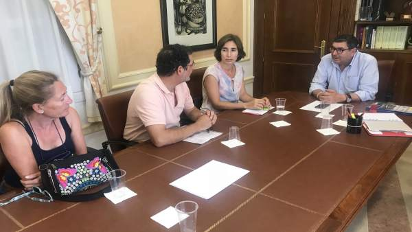 Reunión del alcalde de Vélez-Málaga por la Senda Litoral