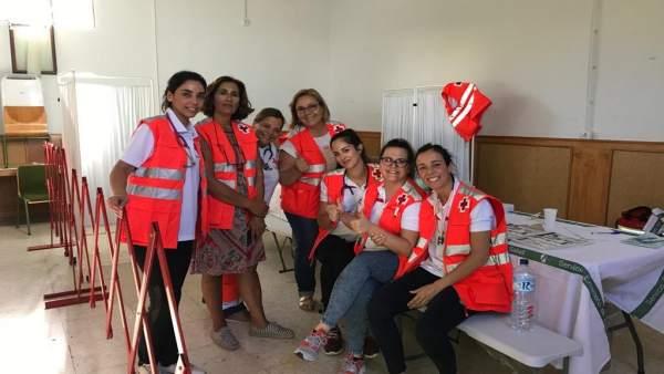 Voluntarias de Cruz Roja en el centro de acogida de migrantes de Mérida