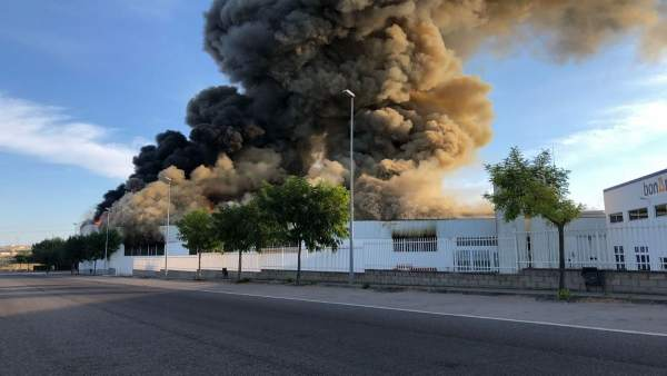 Incendio en una nave industrial de Guissona, en Lleida